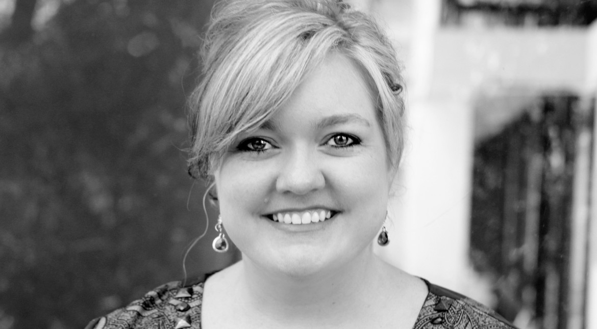 colleen-hoover author photo